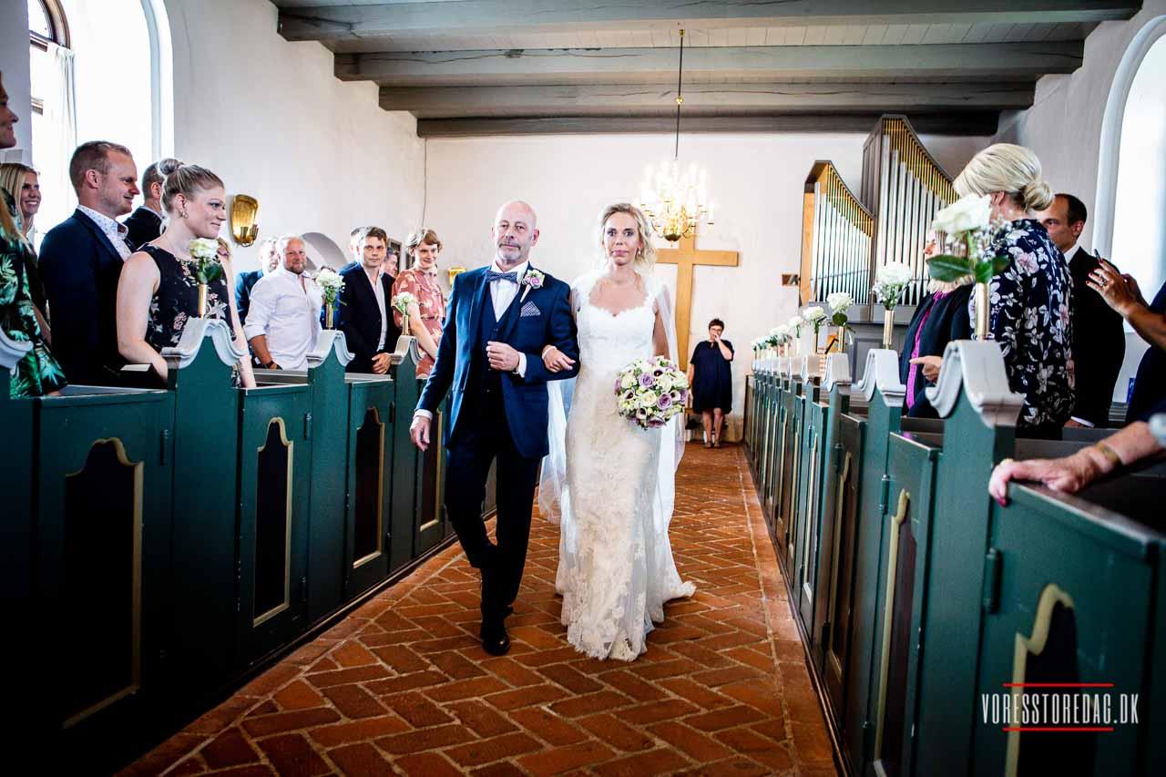 bryllupsportrætterne kørte vi til den hyggelige Tyrstrup Kro