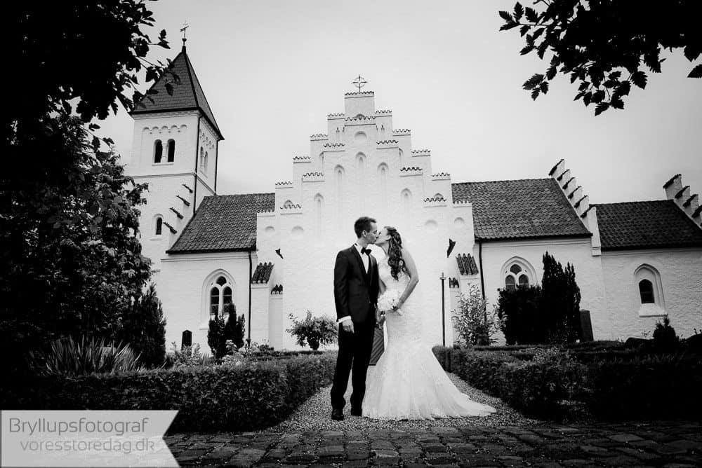 brabrand kirke17-bryllupsfoto-2