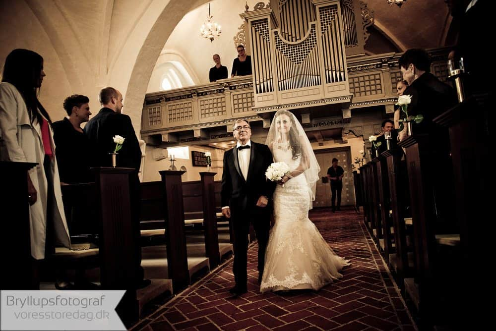 brabrand kirke7-bryllupsfoto-2