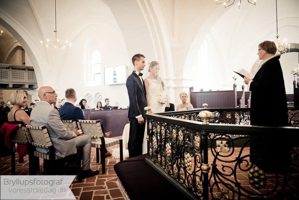 brabrand kirke8-bryllupsfoto-2
