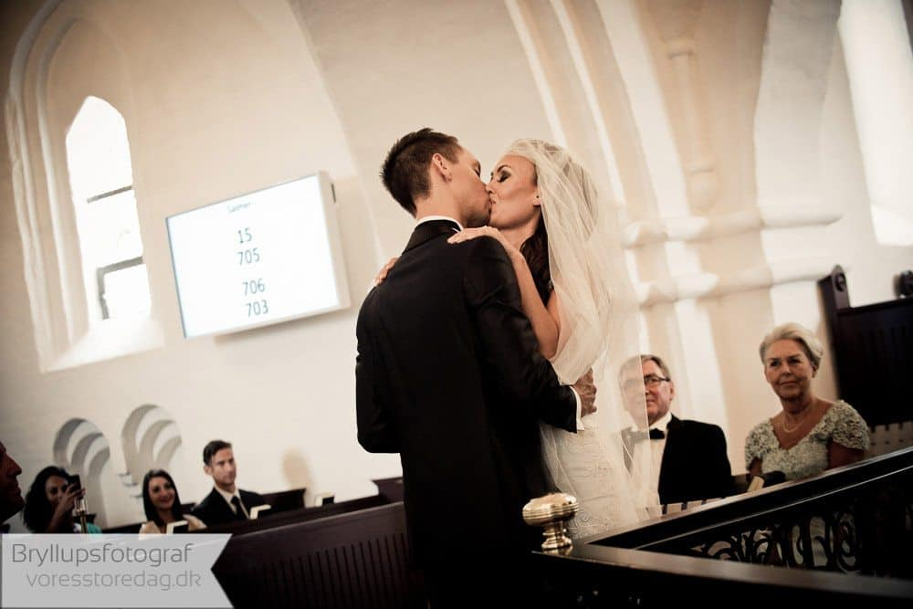 brabrand kirke9-bryllupsfoto-2
