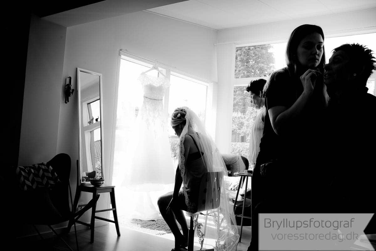 det sort hvid bryllupsbillede