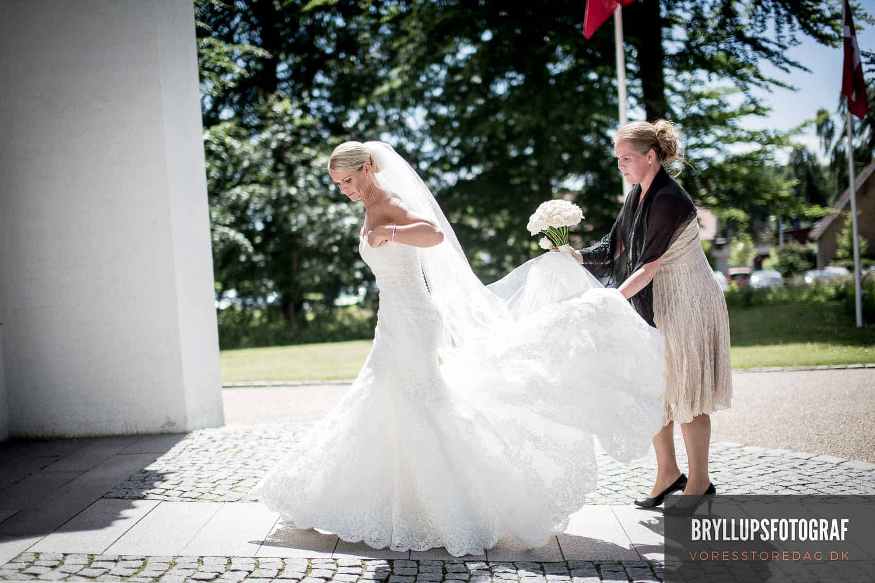 Mølholm Kirke bruden ankommer