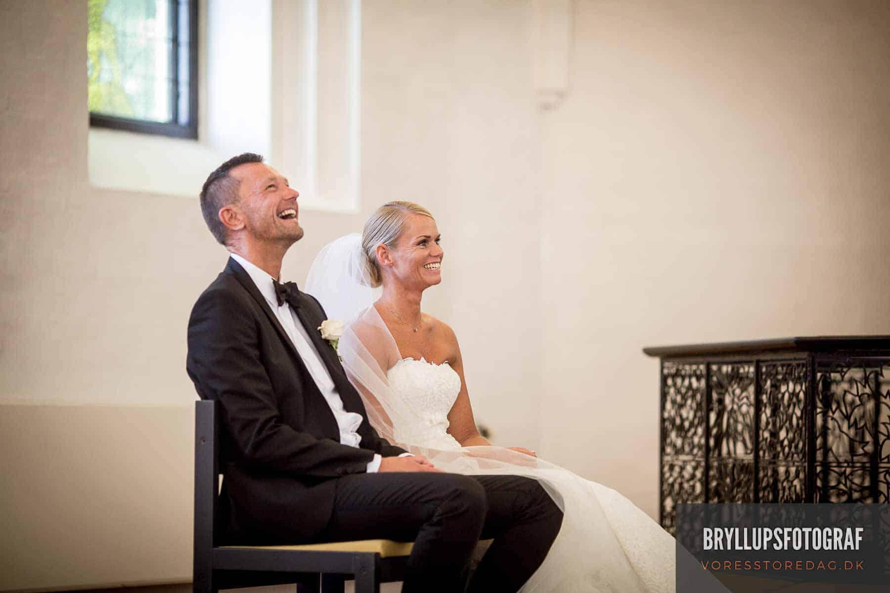 glad brudepar Mølholm Kirke
