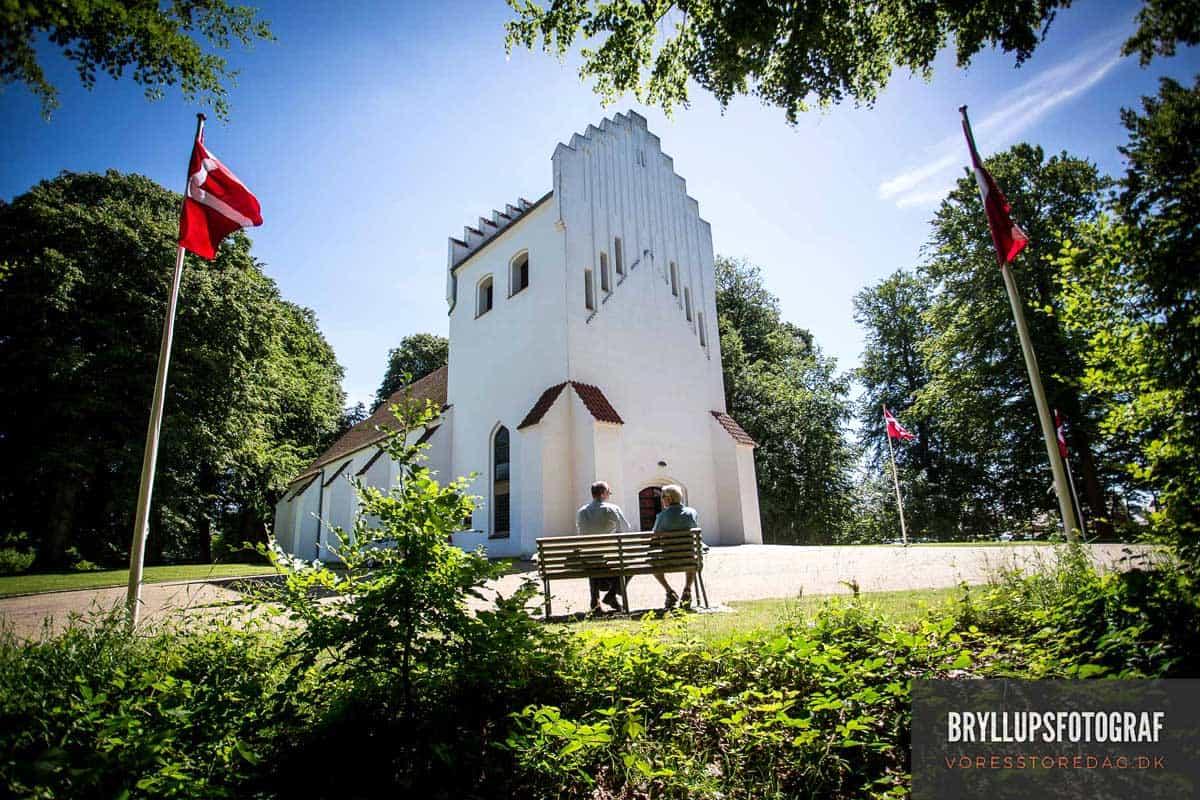 sommer bryllup Mølholm Kirke