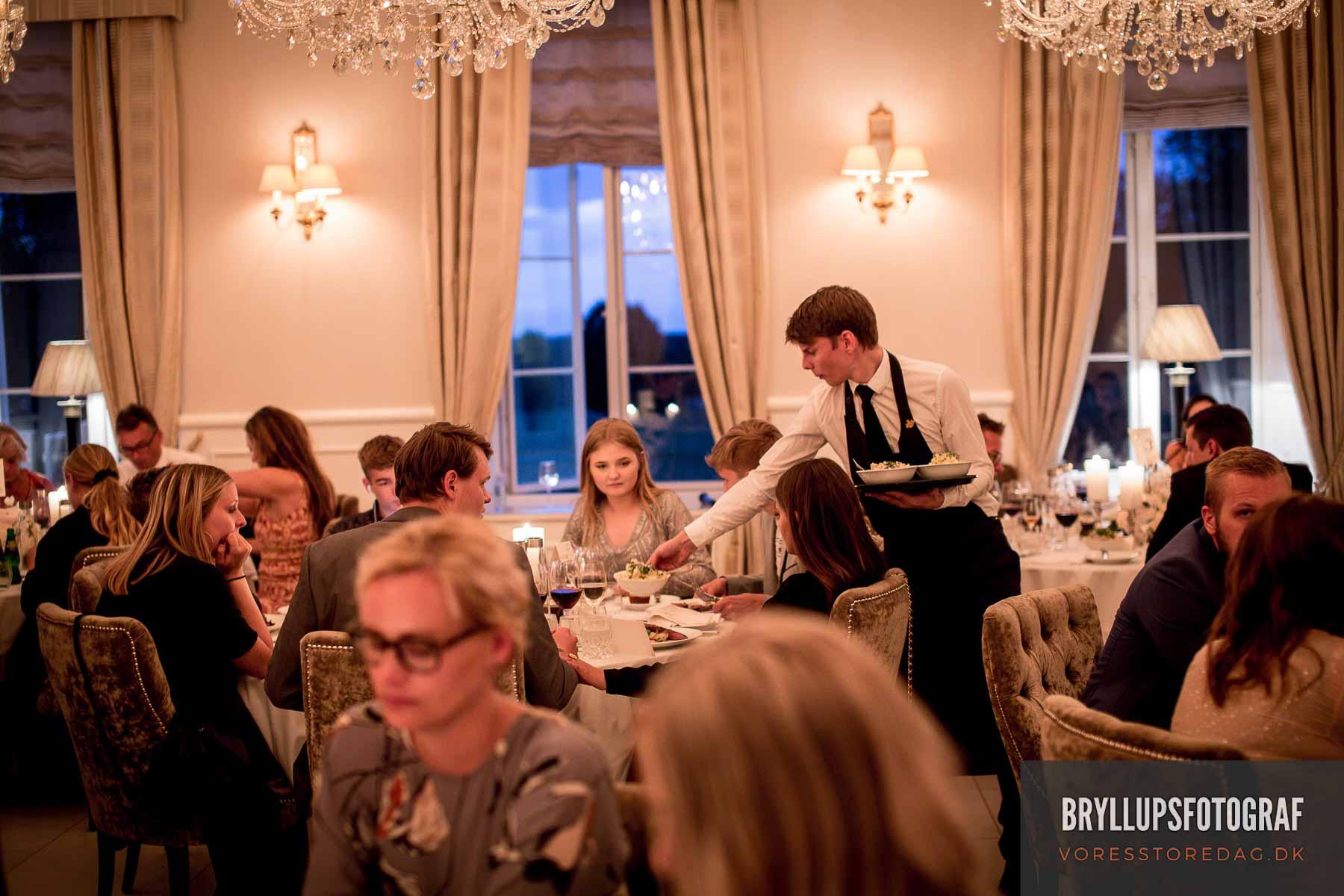 servering bryllup kokkedal slot