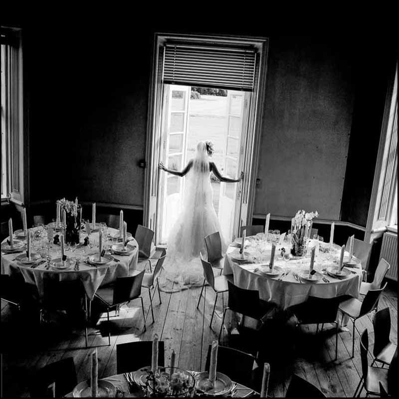 Bryllupsfotograf Odense med energi og nærvær