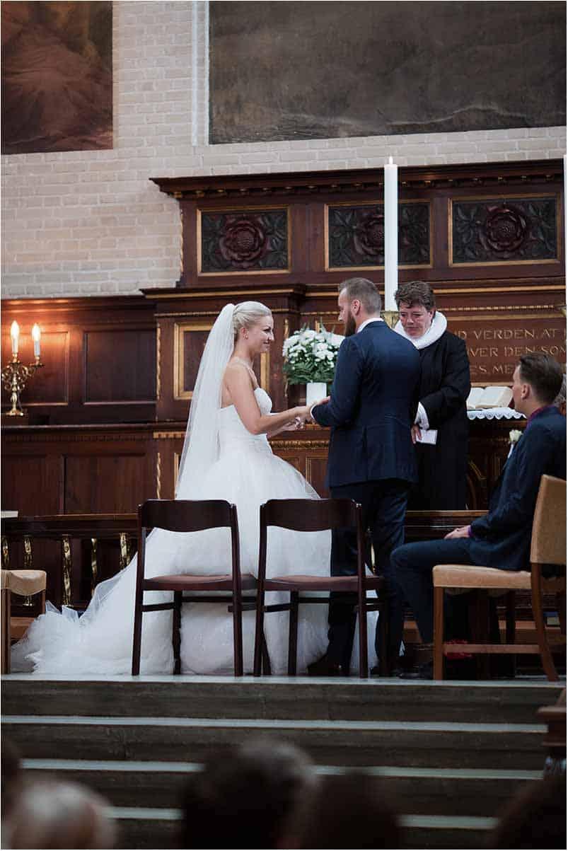 bruden og gommen i Brylluppet i Elias Kirken