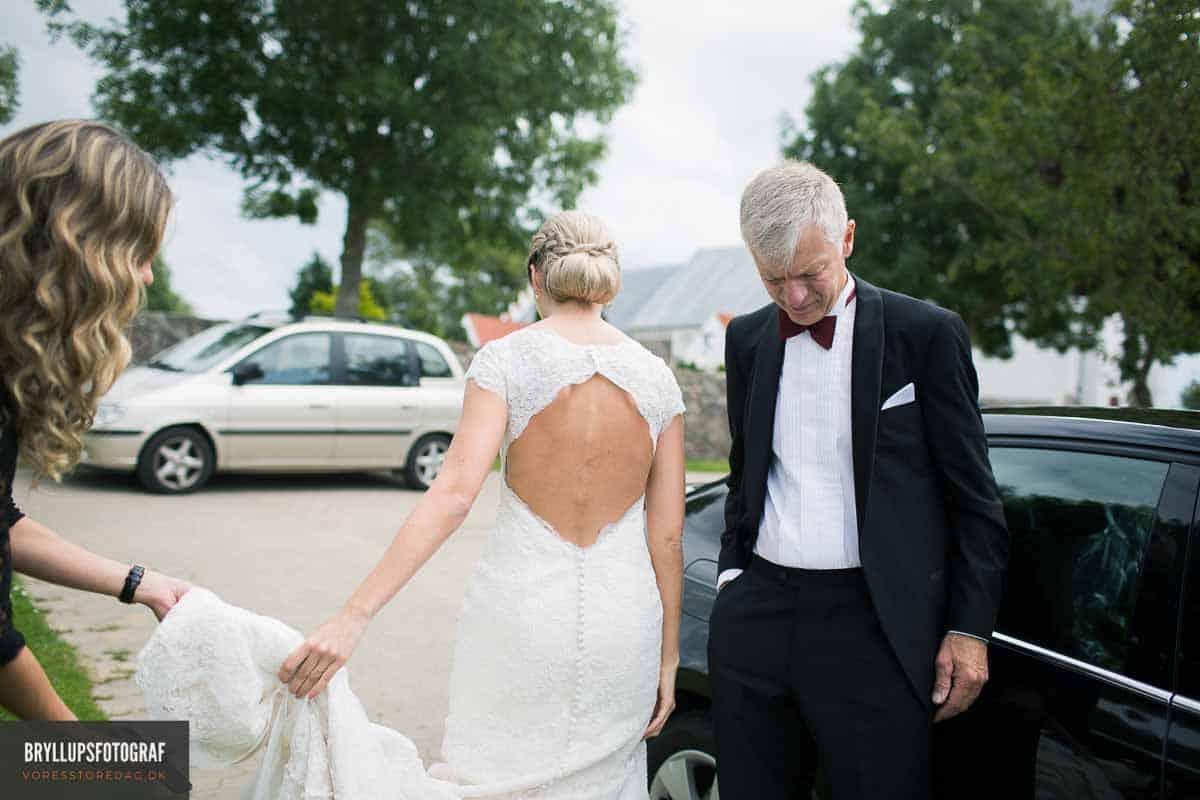 bruden ankommer til Vadum Kirke