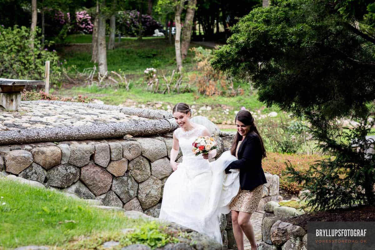 bruden i parken ved Skarrildhus