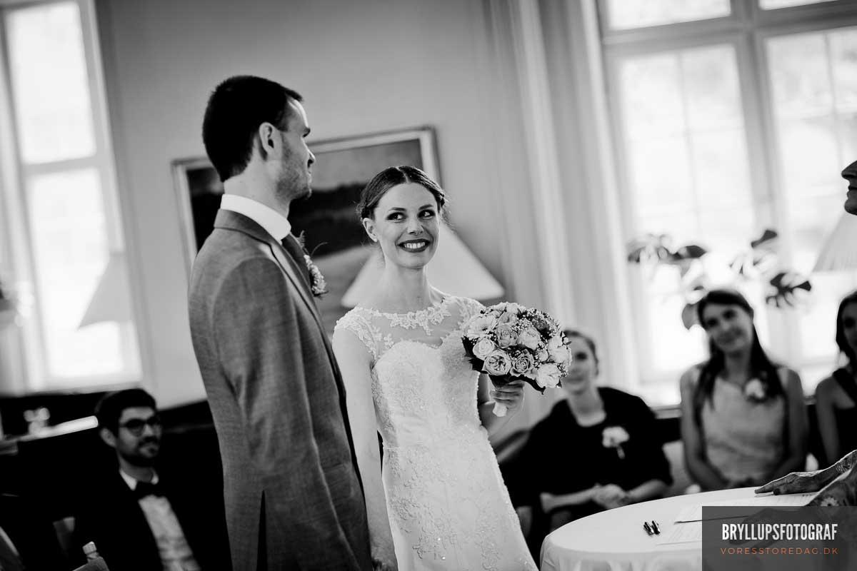 det store ja familier ved bryllup Skarrildhus