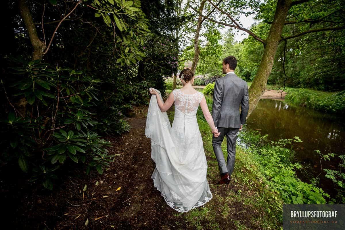 brudepar i skoven ved Skarrildhus