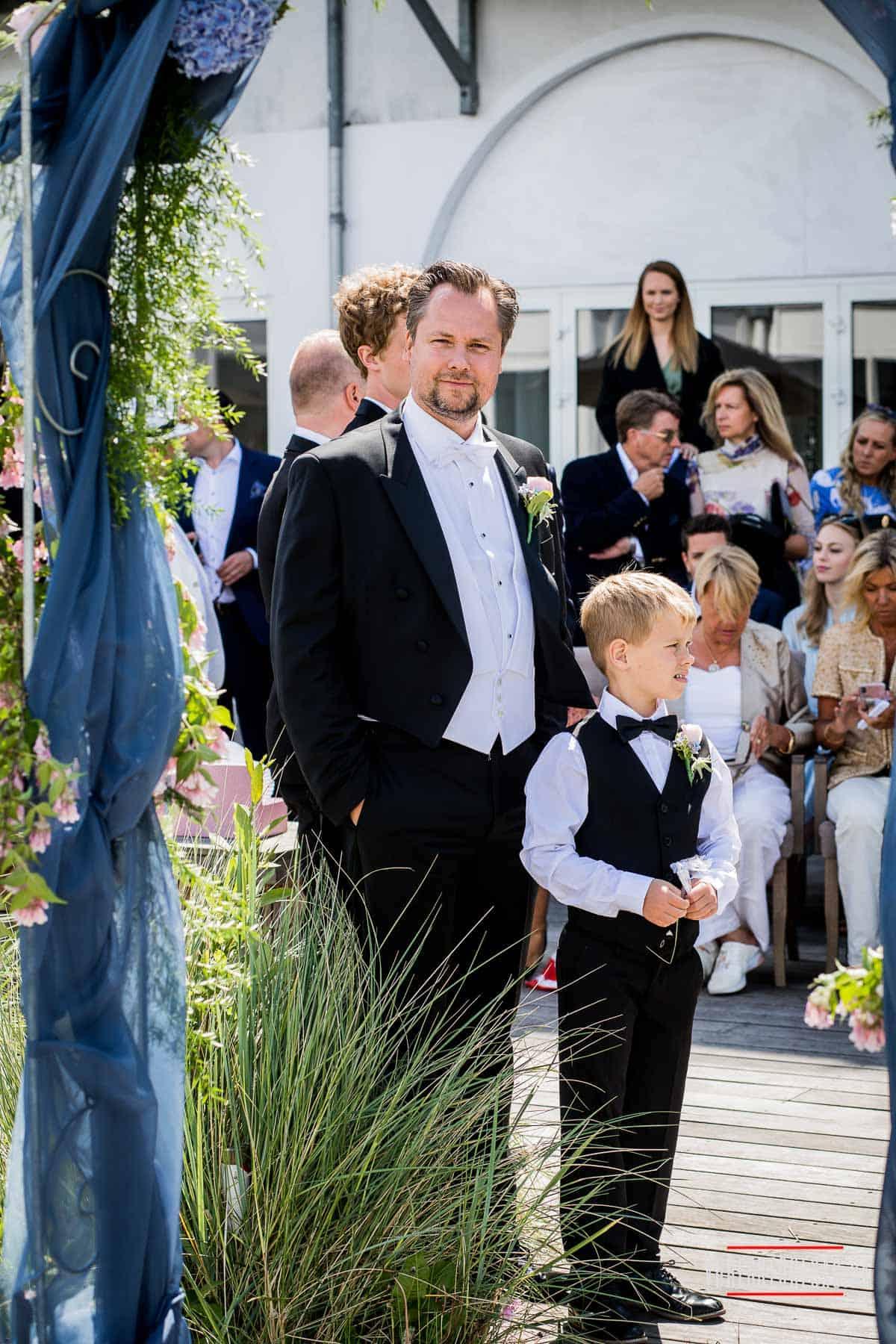 Bryllup i parken med Øresund som baggrund