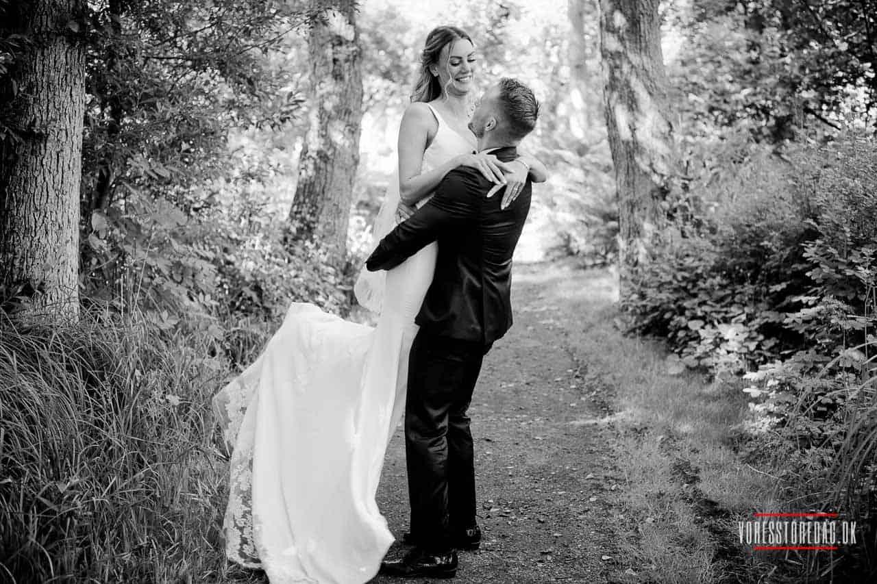 mange af mine bryllupsbilleder hængende hjemme