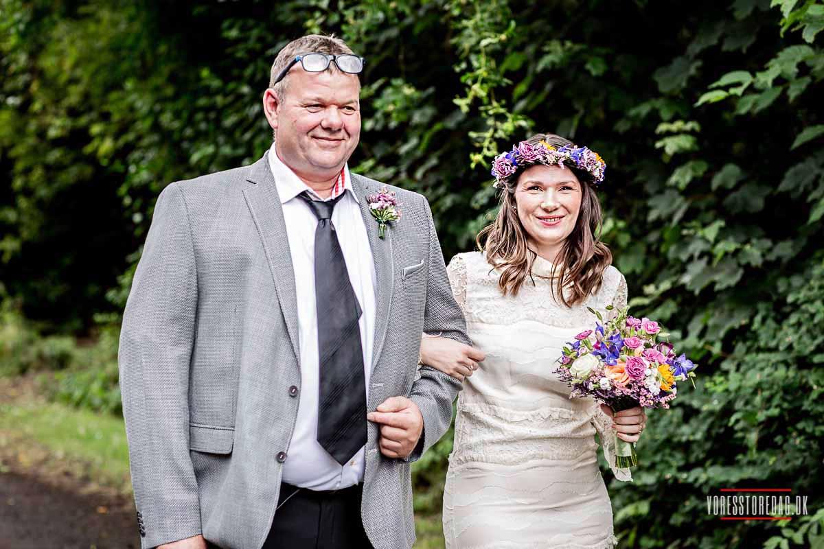 bruden med sin far Livø