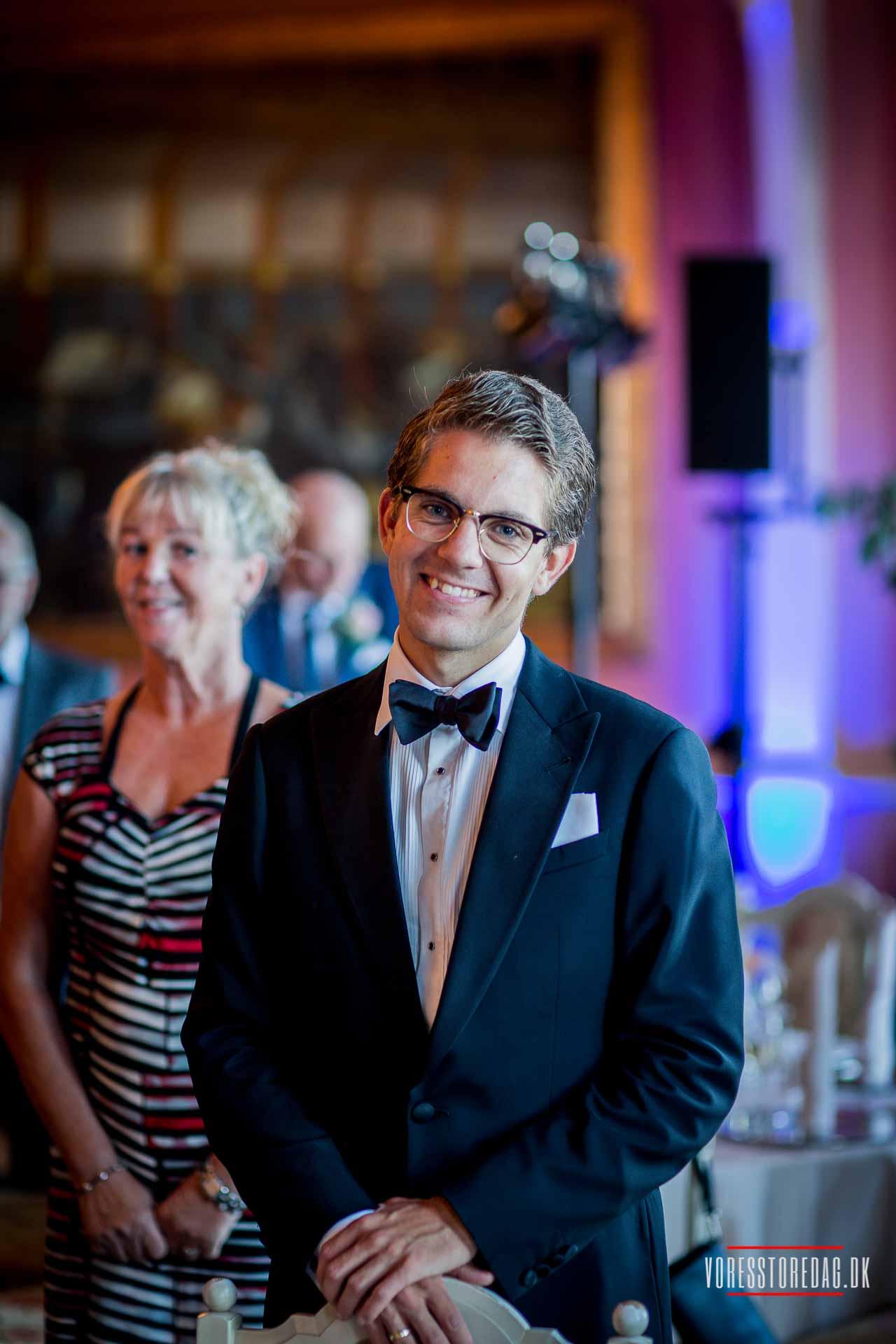 Kan I lide mine billeder, skal I kontakte mig så hurtigt som muligt, så vi kan få afklaret, om jeg er ledig på bryllupsdagen.