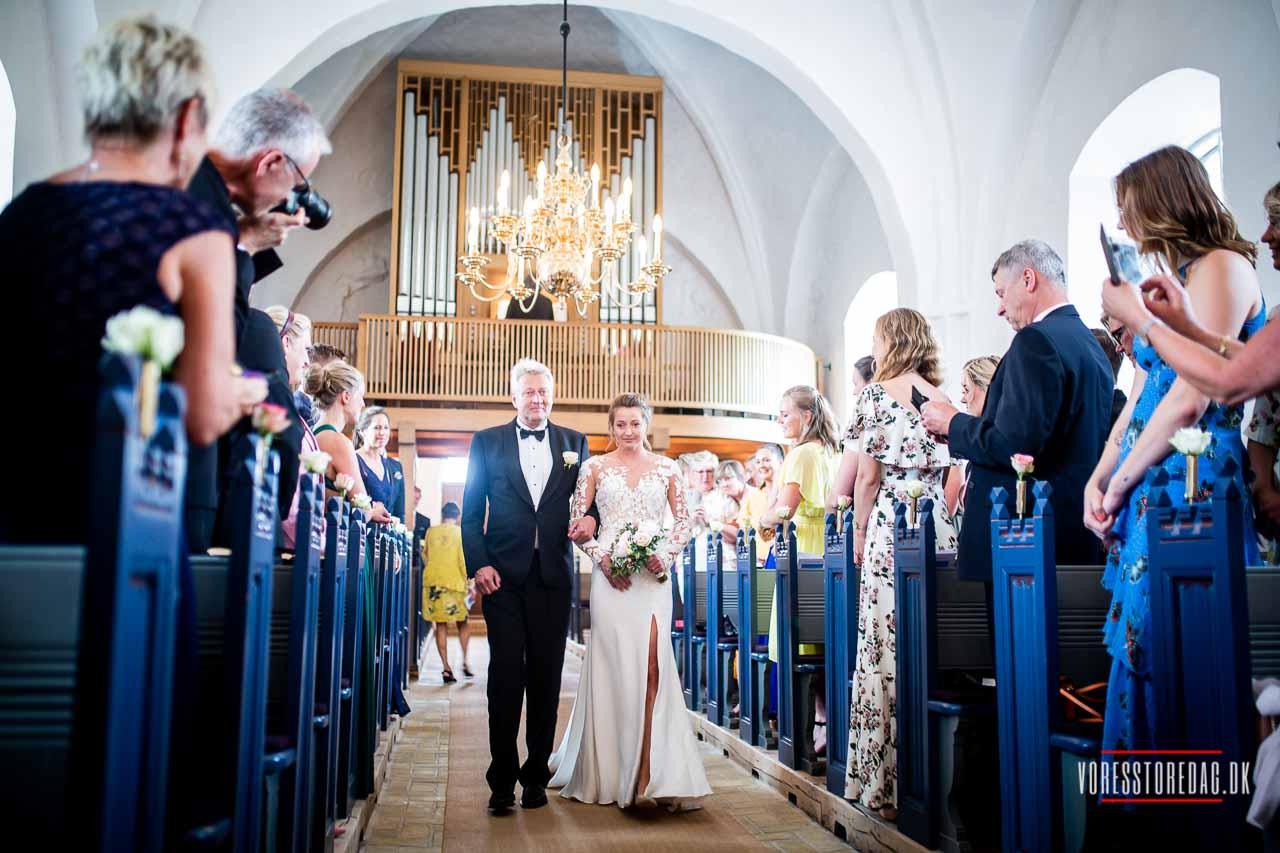 Kauslunde Kirke bryllupsfoto