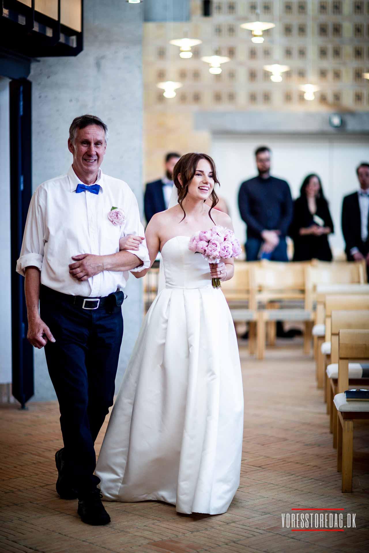 Er et kirkebryllup dyrere end et bryllup på rådhuset?
