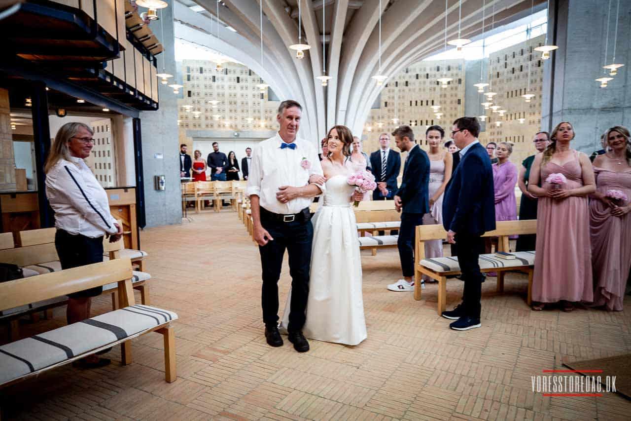 Til bryllup i kirken takker vi for den kærlighed