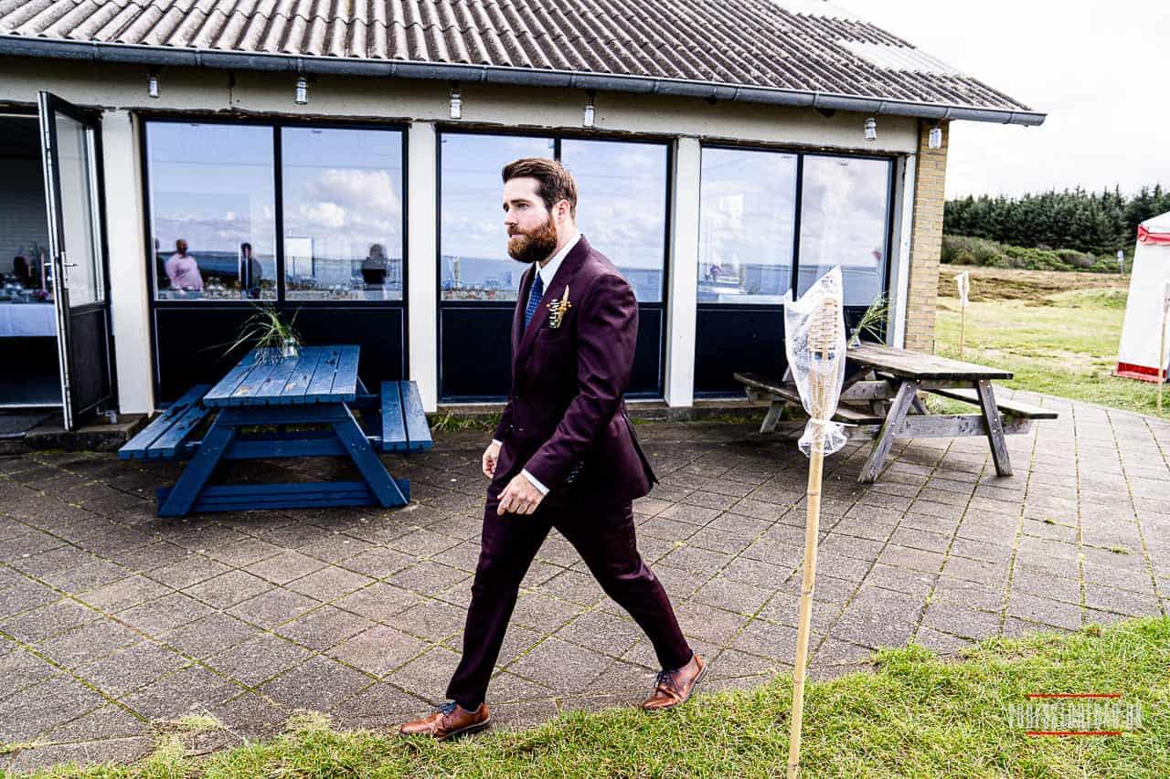 Et udendørs bryllup skal planlægges