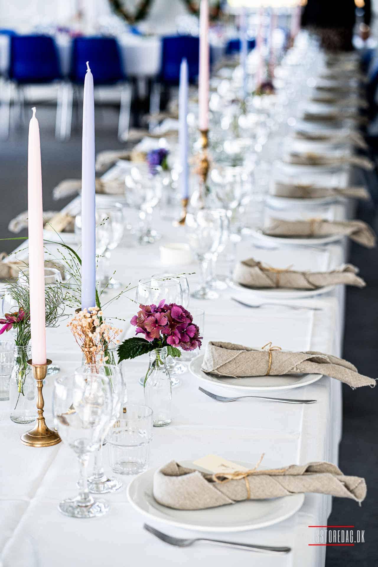 Dekoration til et udendørs bryllup