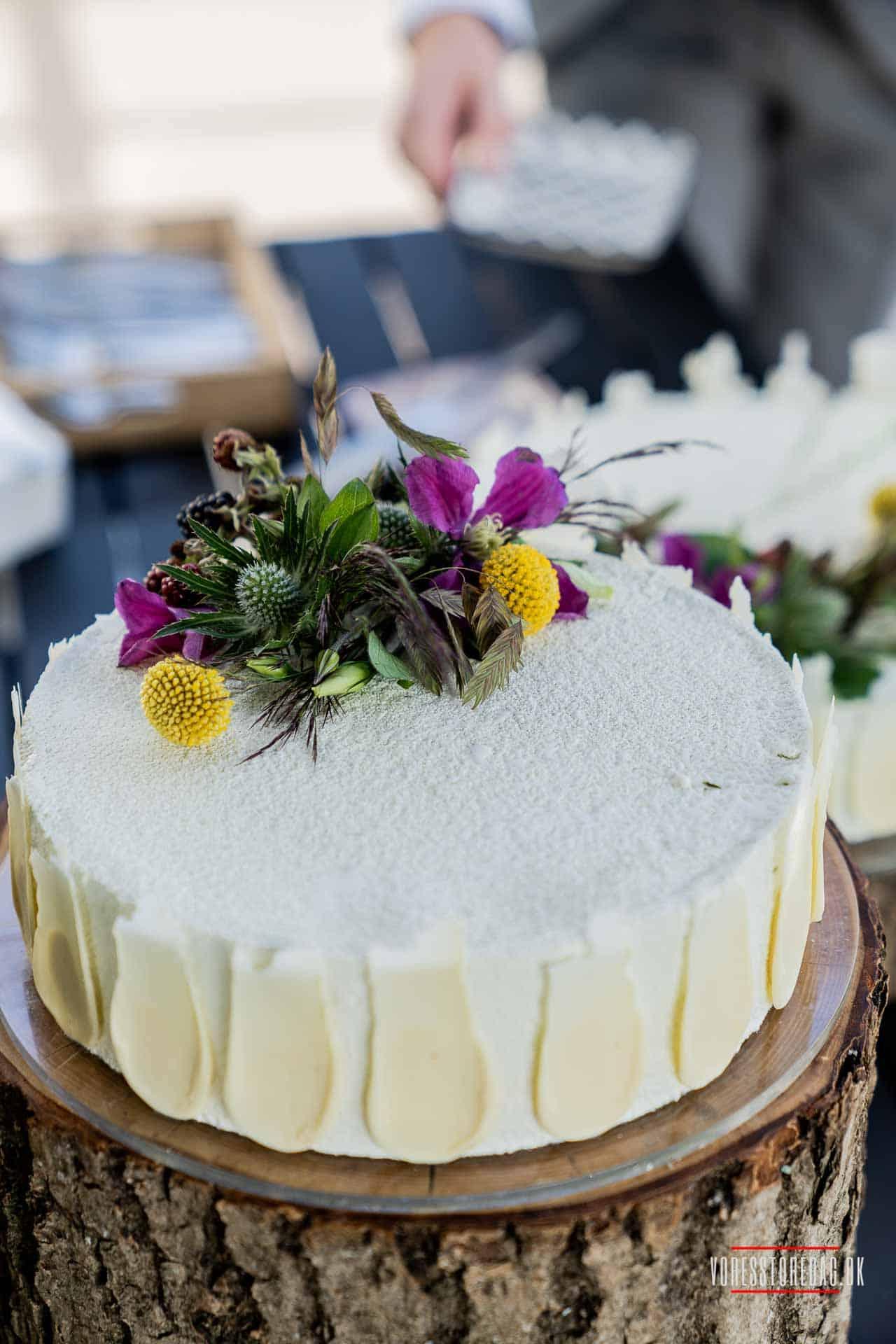 fotografere bryllupper, spise bryllupskage og skabe nye venskaber