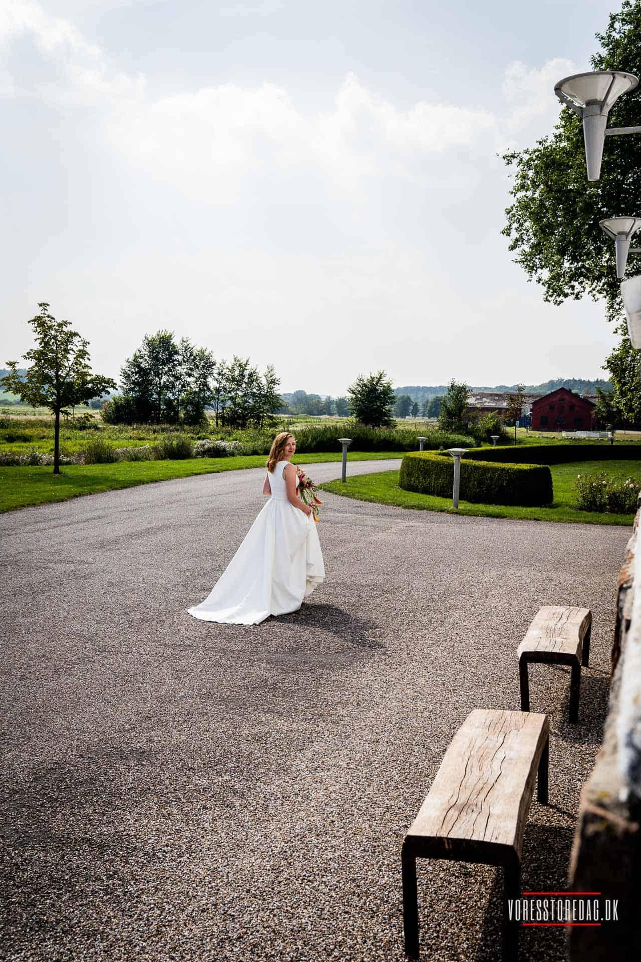 Bryllupsfotograf i Århus, Viborg, Sønderborg, Aalborg, København og resten af Danmark. Mangler du en bryllupsfotograf til dit bryllup?