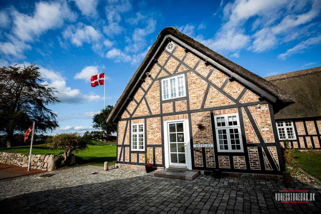 Bryllupsbillederne blev taget ved Gl. Avernæs tæt på Helnæs.