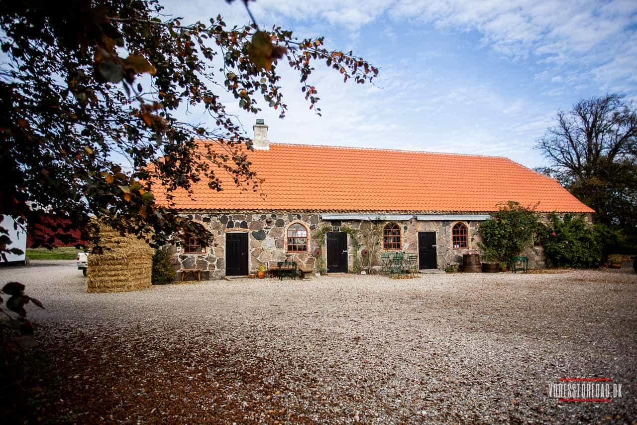 Bryllup i lade Romantisk bryllup i landlige omgivelser