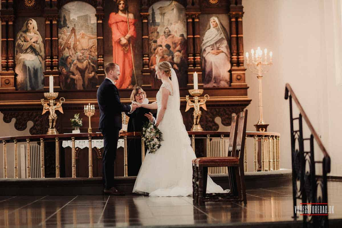 en billig bryllupsfotograf der tager de bedste bryllupsbilleder