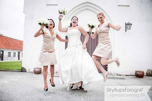 brud med brudepiger