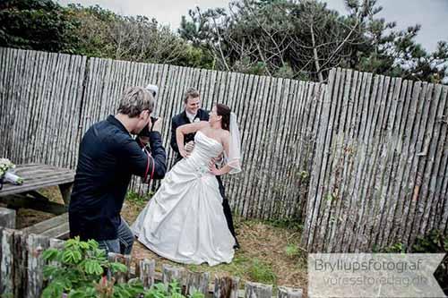 bryllupsfotograf på arbejde