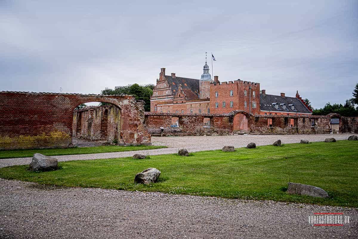 Broholm Slot  historisk flair eller romantisk-nostalgis