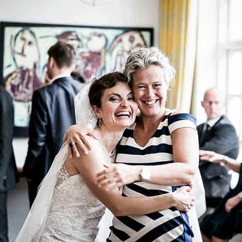 bryllupsgæst med bruden